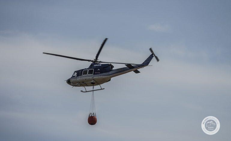 Vrtulník hasící ilustrační