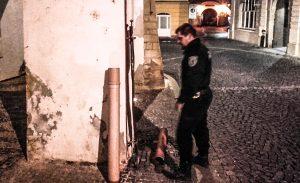Městská Policie opilec znásilnil trubku