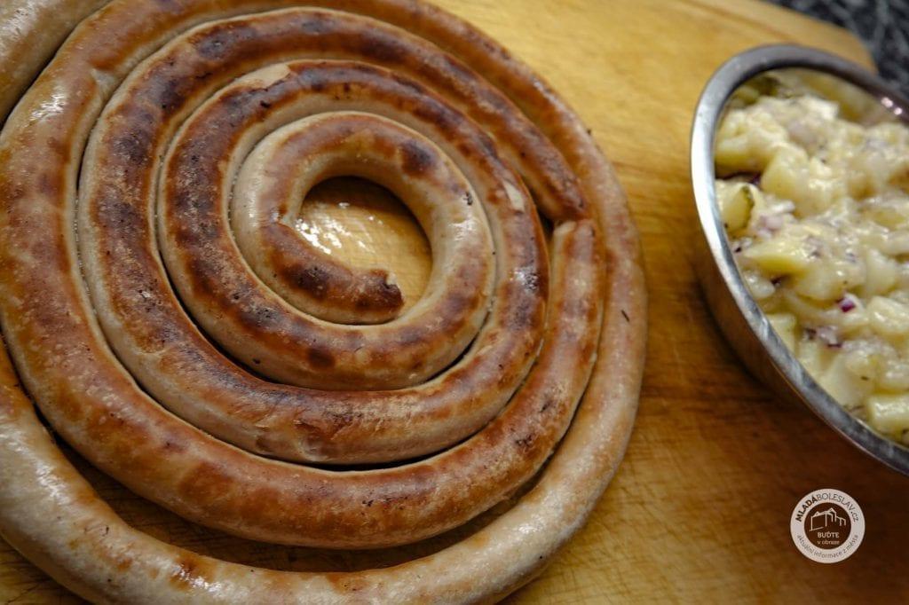 Vinné klobásy - Bavorský salát