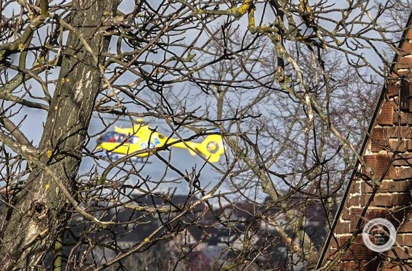 Muž vypadl z okna. Vrtulník ho transportoval do nemocnice