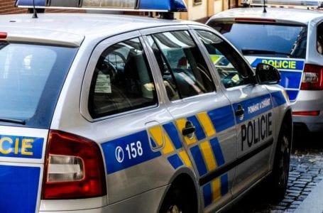 Policistům zcizil značku pak vyrval kolo Nextbike a rozbil výlohu.