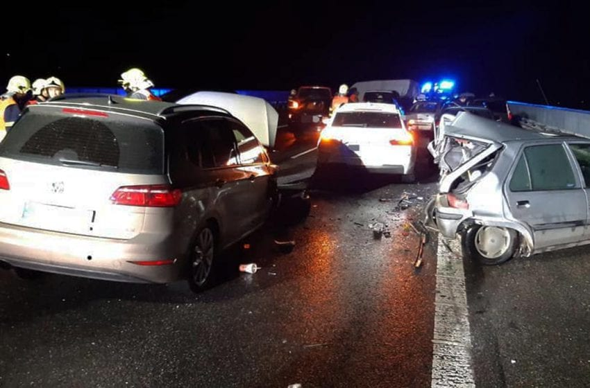 Šetření hromadné nehody na D10