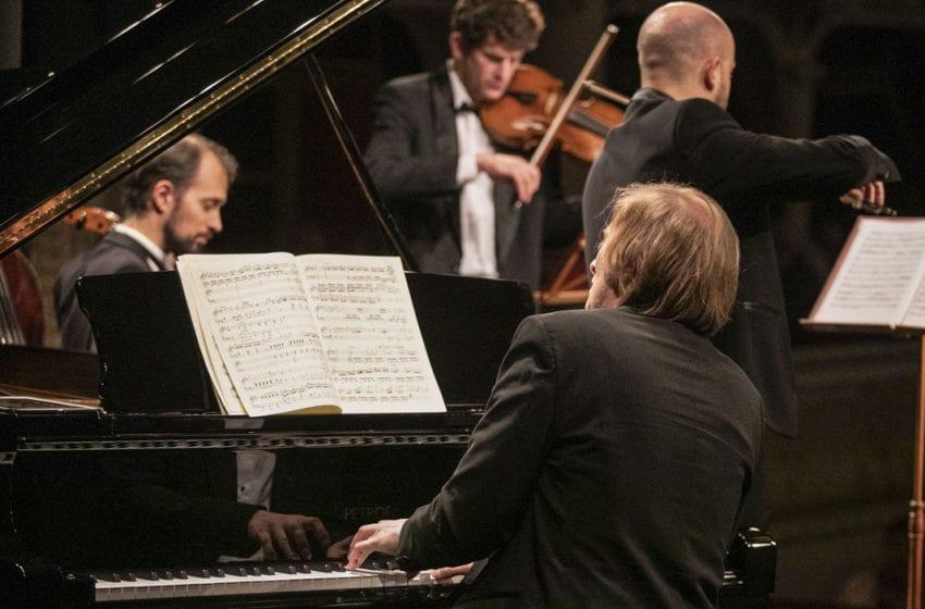 Divadlo na cestě k novému klavíru