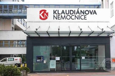 Senioři v Mladé Boleslavi nemusí chodit do lékáren. Léky jim doveze kurýr