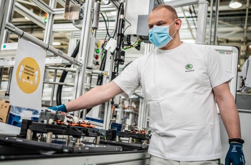 Automobilka Škoda Auto obnovila výrobu, zatím na dvě směny