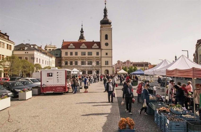 Na Staroměstském náměstí se konají každý pátek farmářské trhy