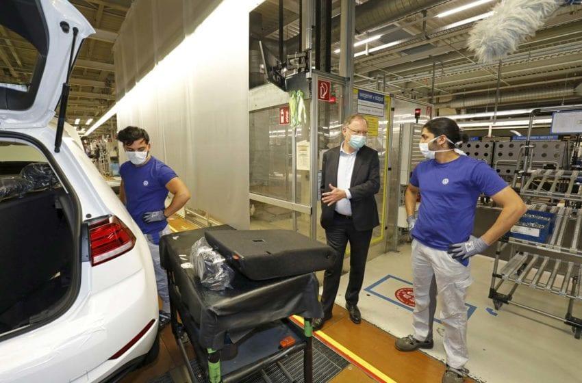 Volkswagen obnovil provoz ve své největší továrně ve Wolfsburgu