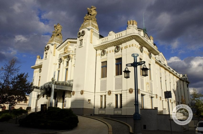 Divadlo v Mladé Boleslavi zkouší inscenaci Bílá nemoc pro on-line přenos