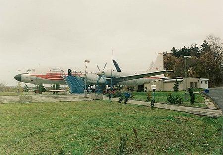 Motorest Avion u Bakova nad Jizerou