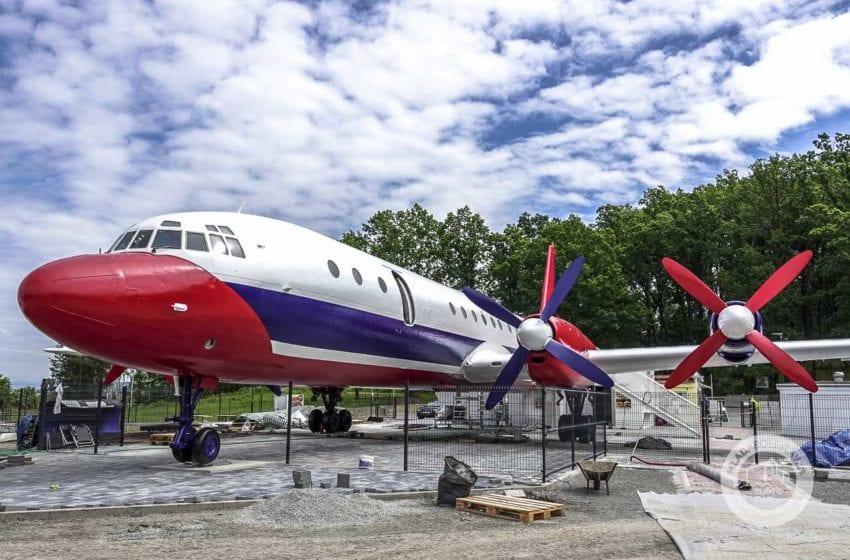 Letadlo na D10 u Bakova prochází kompletní rekonstrukcí