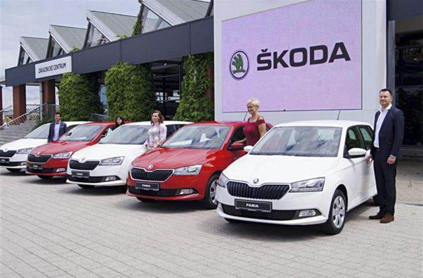 Škoda Auto zapůjčila nové vozy nemocnici, charitě i pečovatelské službě