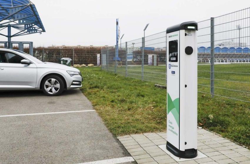 Další fáze e-Mobility v Mladé Boleslavi. Provoz dobíjecích stanic se nově zpoplatňuje
