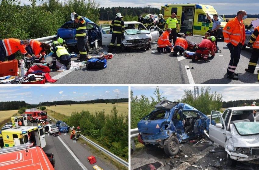 Nehoda u Čisté zranilo se 6 lidí včetně 2 kojenců