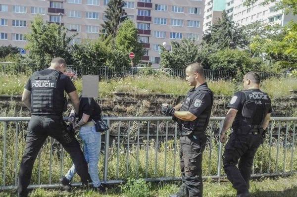 Sebevražedkyně u kolejí v ulici Mjr. Frymla