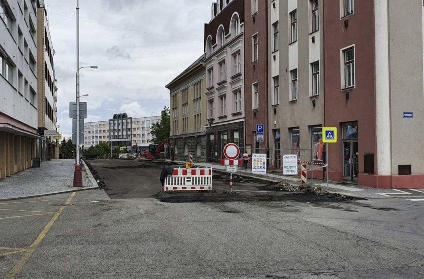 Ulice 9. května v Mladé Boleslavi je kvůli rekonstrukci úplně uzavřena