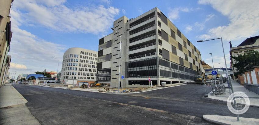 Blíží se otevření parkovacího domu u Klaudiánovy nemocnice v Mladé Boleslavi