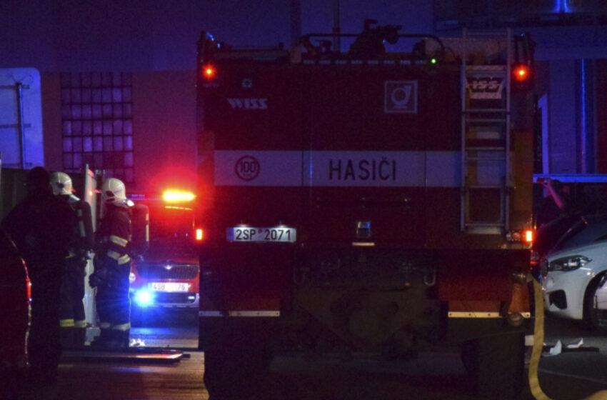 Při požáru bytu v Kosmonosech zemřel člověk