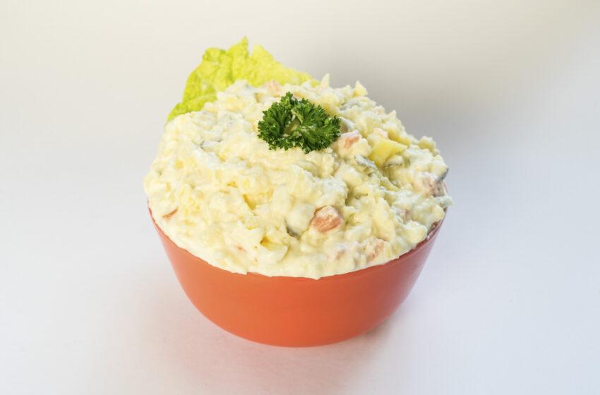 Tradiční vánoční bramborový salát podle lahůdkáře Jiřího Lapuníka