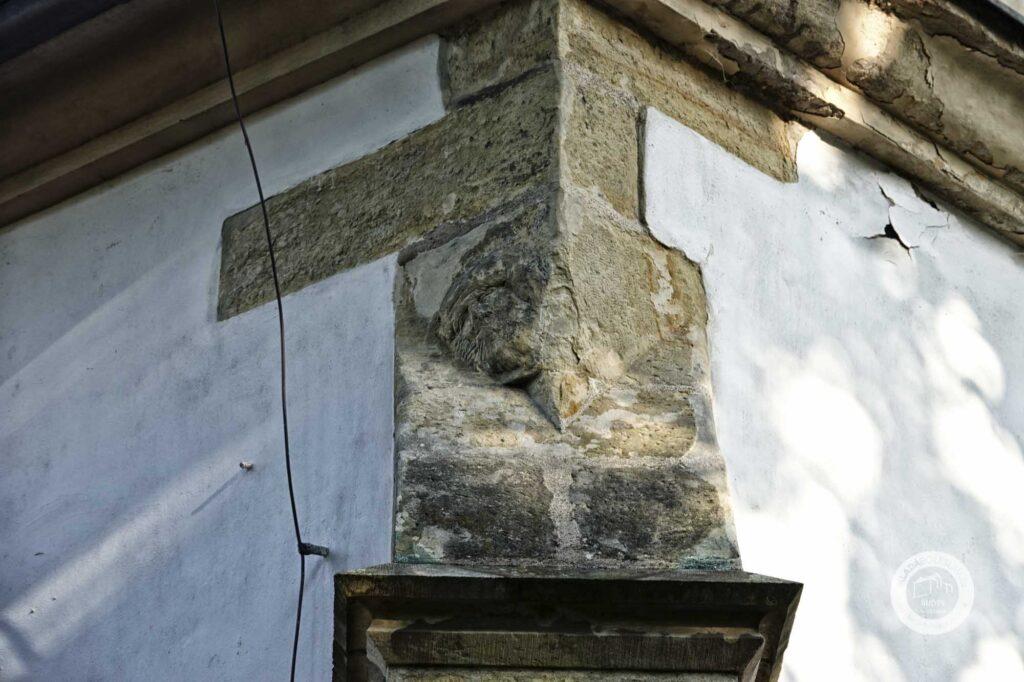 Kostel svatého Havla v Mladé Boleslavi obličej na pilíři