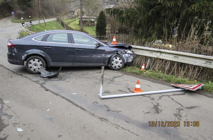 Opilý řidič havaroval do svodidel. Nadýchal téměř 3 promile