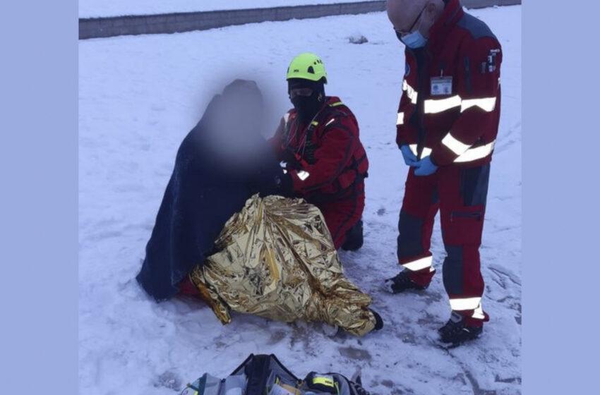 Pod mužem se na Máchově jezeře prolomil led