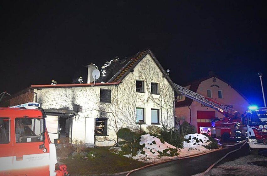K požáru na Mladoboleslavsku musela přijet i plynárenská pohotovost