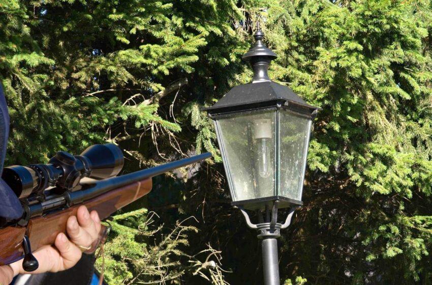Neznámý  střelec si vybral za cíl pouliční lampy