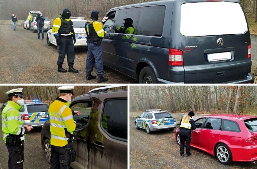 Dálnici D10 obsadili policisté a celníci, řada řidičů neměla zaplacené poplatky