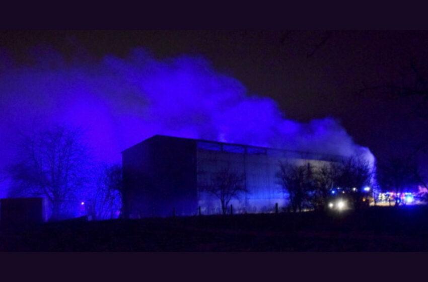 Desítky hasičů v noci zasahovaly u požáru v obci Hřivno