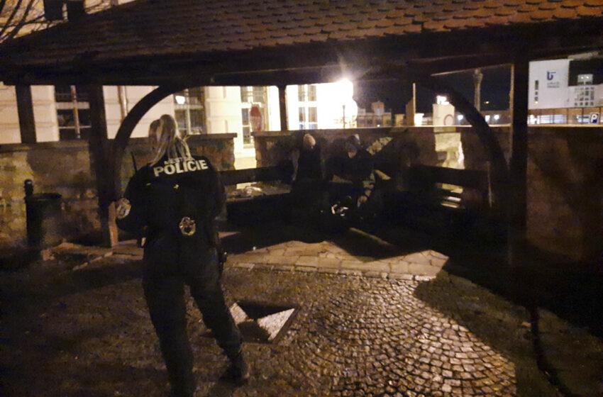 Rumunští manželé se z ulic Mladé Boleslavi vrací domů