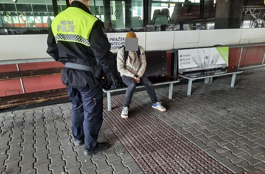 Strážníci v neděli za porušení vládních nařízení pokutovali 41 osob