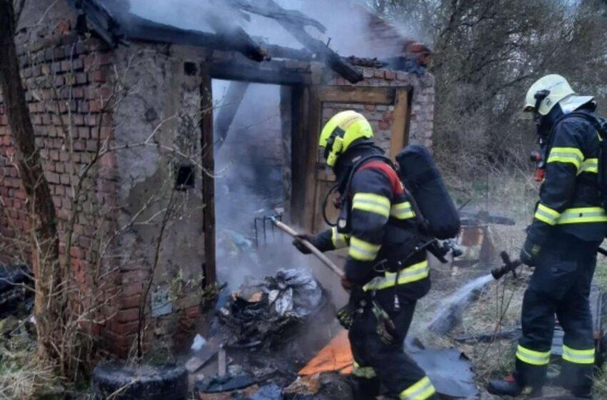 Hasiči zasahovali hned u dvou požárů drážních domků