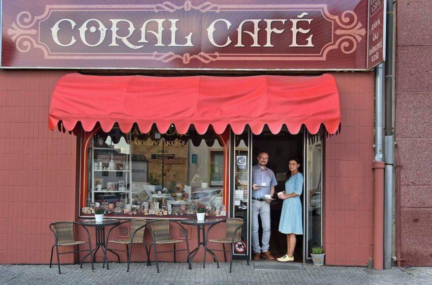 (NE)VŠEDNÍ LIDÉ – Jan a Monika Nejmanovi, provozovatelé CORAL CAFÉ v Železné ulici