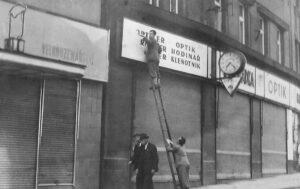 1945 konec války, německé nápisy musí pryč