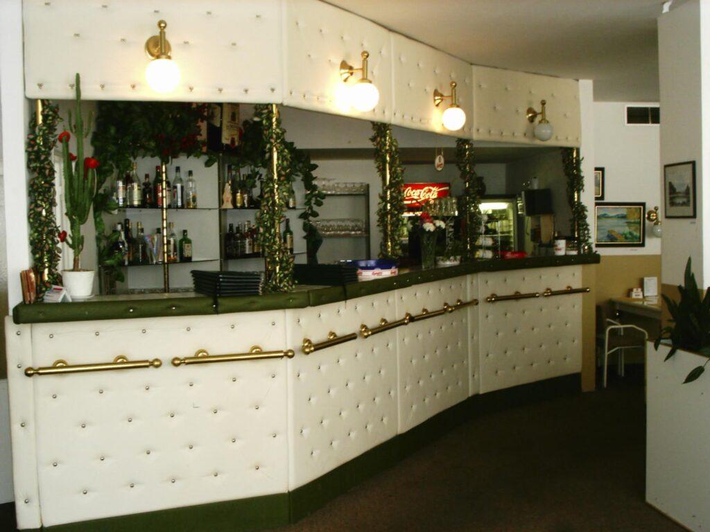 Kavárna Felicie v Domu kultury v Mladé Boleslavi 90 léta