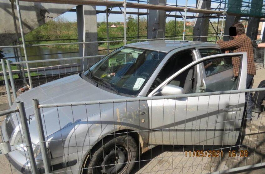 Řidič chtěl projet opravovaný most. Nadýchal přes 4,5 promile