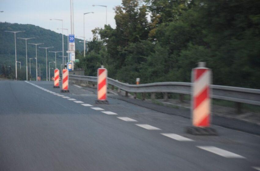 Dálnice u Mladé Boleslavi se stále více bortí. Oprava začne nejdříve na podzim