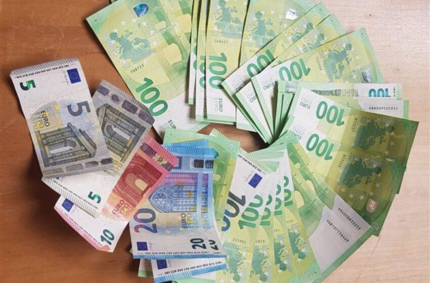 Poctivý nálezce odevzdal peněženku s téměř třemi tisíci euro