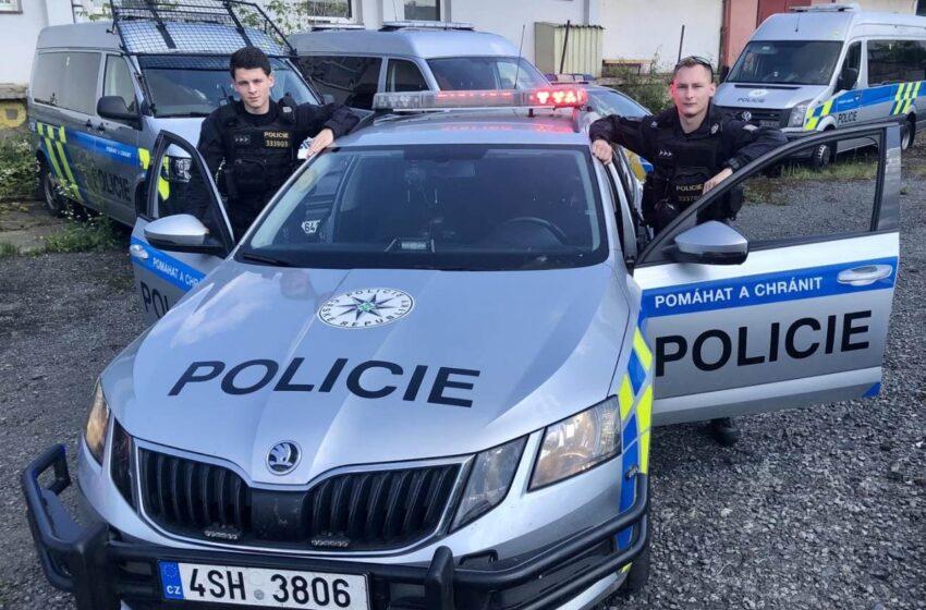Policisté zachránili lidský život, který visel doslova v jejich rukách