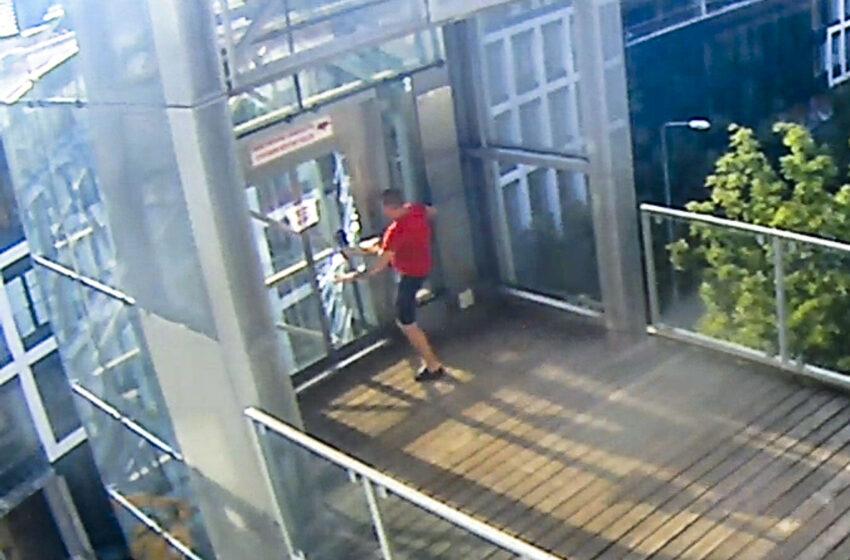 Městská policie vypátrala vandala, který poničil výtah na Ptácké