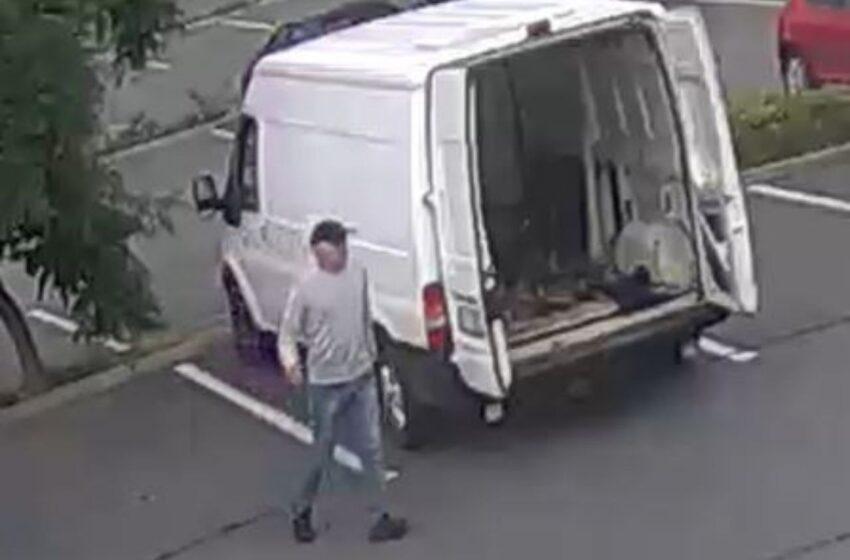 Z dodávky v Mladé Boleslavi ukradl 70 tisíc. Policie hledá svědky