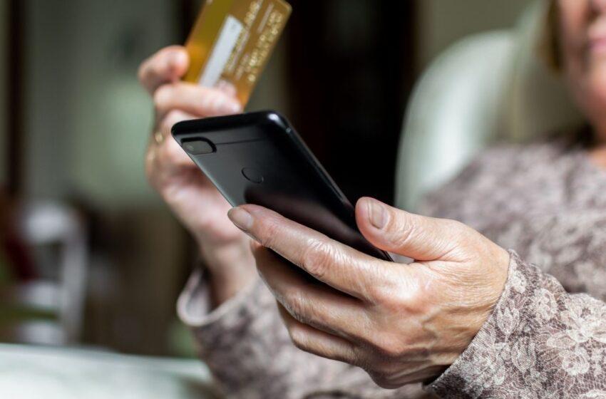 Podvedená seniorka z Debře přišla o téměř 200 tisíc korun