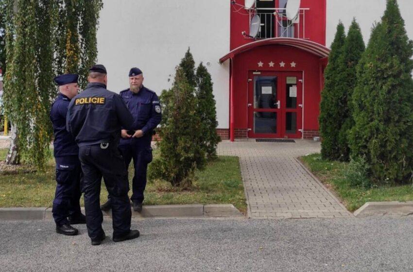 Policisté kontrolovali ubytovny na Mladoboleslavsku, našli pervitin i marihuanu