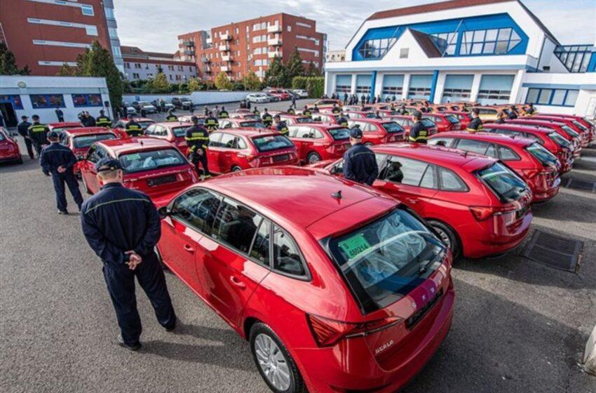 Hasiči převzali v Mladé Boleslavi čtyřicet pět nových škodovek